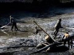 河道清淤船进行城市河道清淤过程以及优势表现